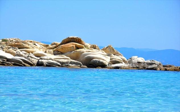Τop 5: Οι καλύτερες παραλίες της Χαλκιδικής με τα κρυστάλλινα νερά που θες να βουτήξεις τώρα! (photos)