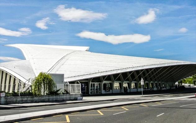 Αυτό είναι το αεροδρόμιο που έχει πρωταγωνιστήσει σε πολλές ταινίες του Χόλιγουντ- Ο λόγος θα σας εντυπωσιάσει