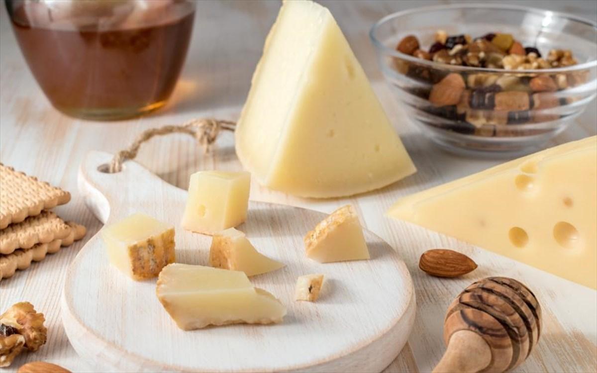 12 πεντανόστιμα ελληνικά τυριά στο μικροσκόπιο | clickatlife