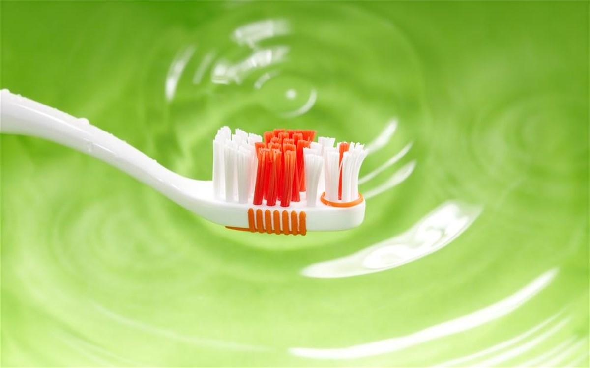 Τα 7 «αμαρτήματα» που βλάπτουν τα δόντια σας  998b04cbf99