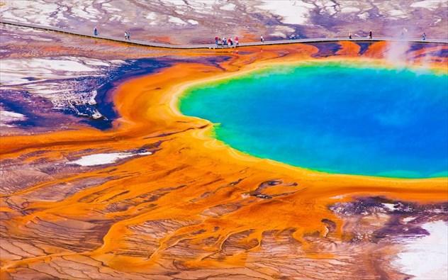 Χρώμα παντού! 9 μέρη του κόσμου με εκπληκτικά χρώματα