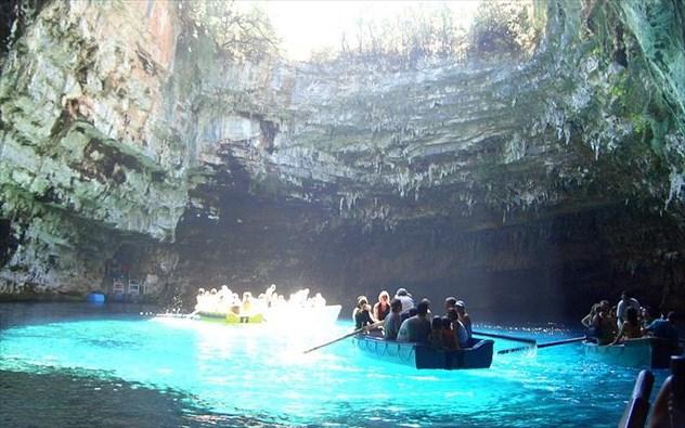 Το κάλλος της Ελληνικής φύσης μέσα από τις 4 ωραιότερες σπηλιές του κόσμου!