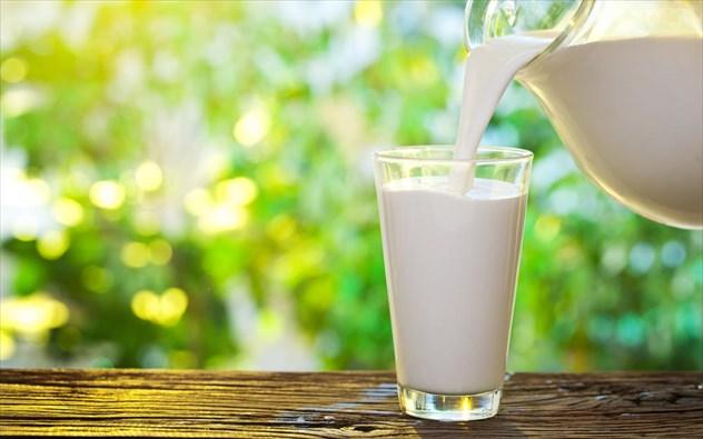 Μελέτη συνδέει το ελαφρύ γάλα (άλλα όχι γαλακτοκομικά) με λιγότερο σπλαχνικό λίπος