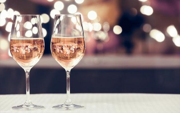 Δώστε βάση: Μην κάνετε ποτέ αυτό όταν παραγγέλνετε κρασί!