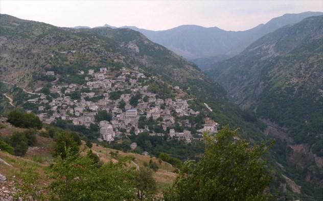 Χριστουγεννιάτικες αποδράσεις σε 5 μέρη της Ελλάδας