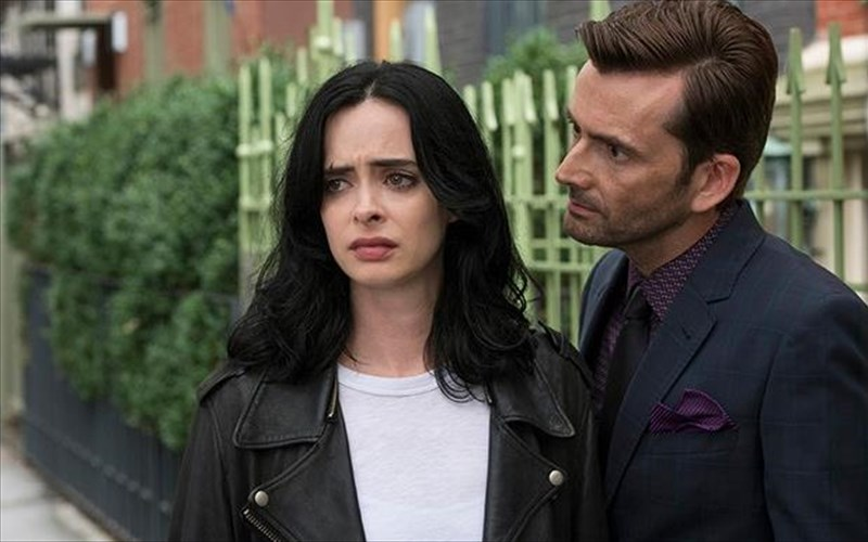 o-david-tennant-sxoliazei-to-telos-tis-Jessica-Jones