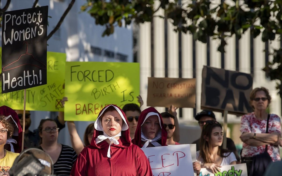 alabama-abortion-protest-the-handmaids-tale