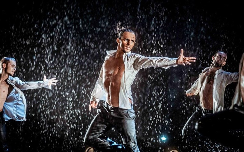 dancing-in-the-rain-2-ela-na-xorepsoume-sti-broxi