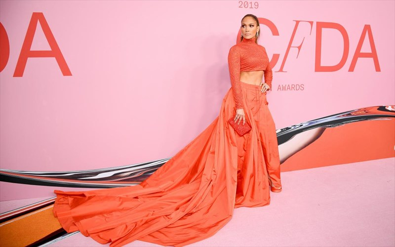 elampsei-Jennifer-lopez-sta-fashion-awards