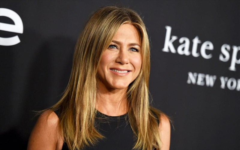 ta-mazeuei-i-Jennifer-aniston-gia-to-reunion-sta-filarakia-Jennifer-aniston-gia-to-reunion-sta-filarakia