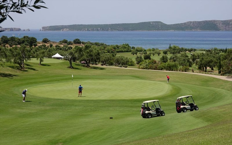 to-5o-greek-maritime-golf-event-stin-costa-navarino-stefthike-me-epituxia