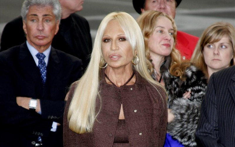 i-donatella-versace-den-exei-dei-to-the-assassination-of-gianni-versace