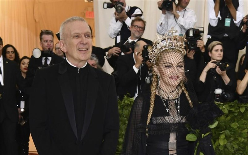 Jean-paul-gaultier-i-madonna-me-aperripse-treis-fores