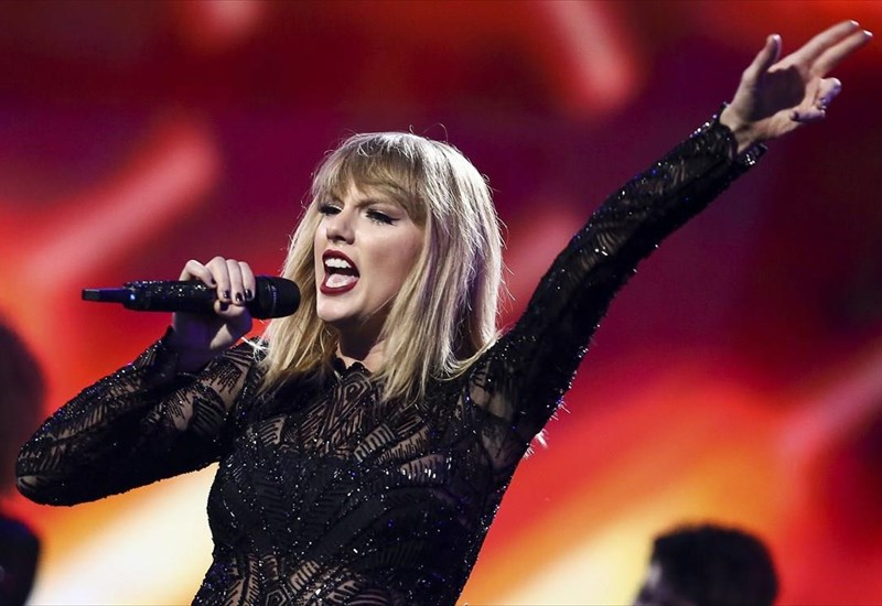 to-lover-tis-taylor-swift-spaei-rekor-poliseon-gia-to-2019