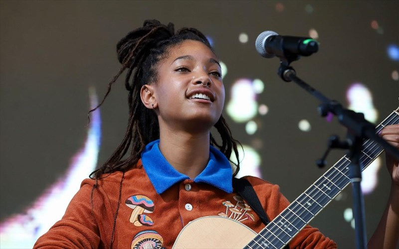 i-willow-smith-einai-to-neo-prosopo-kai-foni-tis-prada