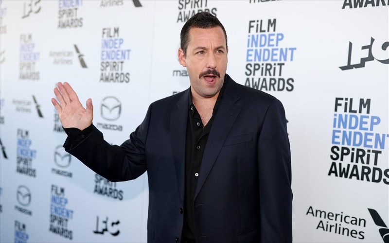 apolaustikos-kai-kaustikos-o-adam-sandler-sta-film-independent-spirit-awards-adam-sandler-sta-film-independent-spirit-awards
