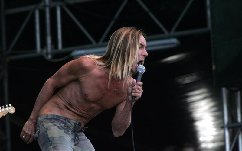 o-iggy-pop-katakta-to-londino-me-tous-queens-of-the-stone-age-kai-arctic-monkeys