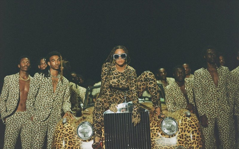black-is-king-neo-visual-almpoum-apo-tin-beyonce