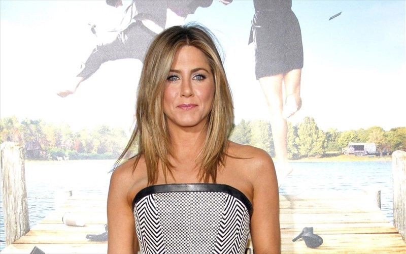 to-spooky-mustiko-omorfias-tis-Jennifer-aniston
