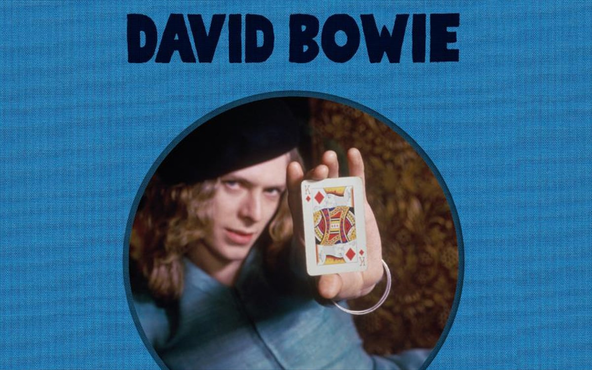 o-david-bowie-tha-kukloforisei-to-sunodeutiko-almpoum-the-man-who-sold-the