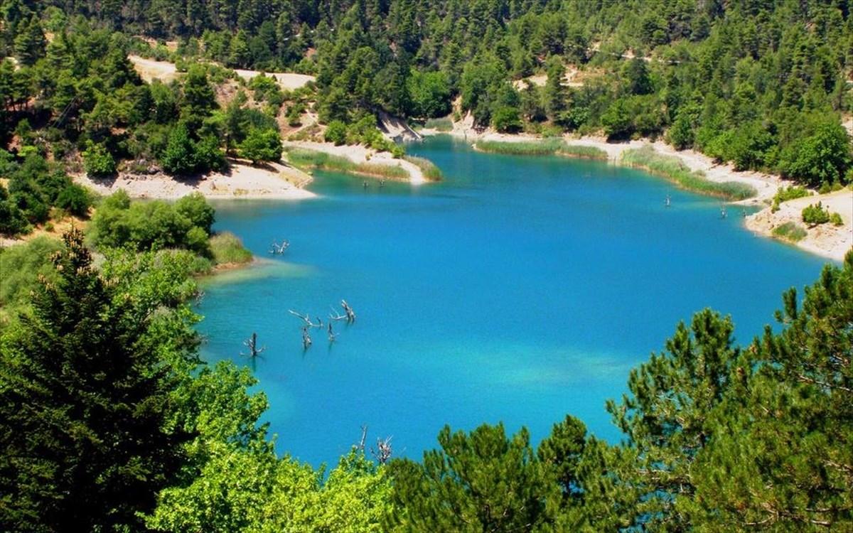 Η λίμνη Τσιβλού και η ομορφιά που «αντανακλά» στα ορεινά της Αχαΐας |  clickatlife