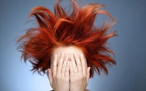 Καθημερινές συνήθειες που αδυνατίζουν τα μαλλιά μας  ca22ef2eec2