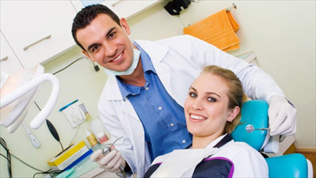 που βγαίνει με κάποιον κακό δόντι χρονολόγηση εφαρμογές UK tinder